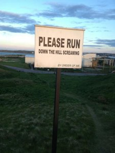 funny-run-sign-screaming-hill